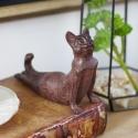 """Skulpturėlė """"Stilingasis katinas praktikuoja jogą 2"""""""