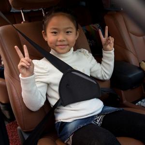 """Saugos diržo apsauga vaikui """"Daug minksčiau"""" (mašinai)"""