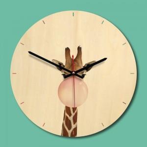 """Sieninis laikrodis """"Linksmoji žirafa"""" (28 x 28 cm, medinis)"""