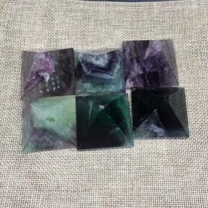 """Figūrėlė """"Piramidė"""" (floritas, 4 x 4 cm)"""