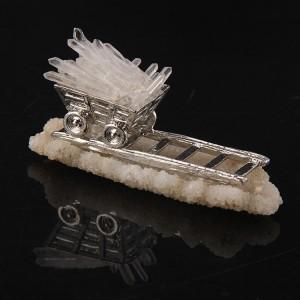 "Figūrėlė ""Kalnakasio vagonėlis"" (baltasis kristalas, 120 g)"