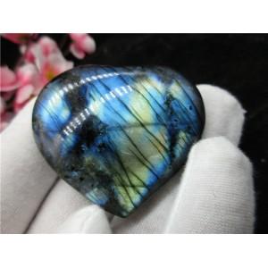 """Figūrėlė """"Mėlynosios šviesos širdelė"""" (labradoritas, (4.8 x 4.1 cm)"""