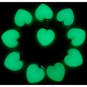 """Pakabukai """"Žaliosios šviečiančios širdelės"""" (24 vnt, 20 x 20 mm)"""
