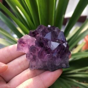 "Natūralus mineralas ""Svajonė 2"" (ametisto kristalas, 50 g)"