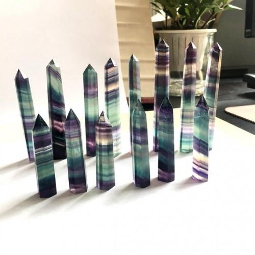 """Natūralus mineralas """"Puikusis spalvotasis obeliskas 6"""" (floritas, 1 kg)"""