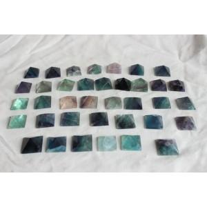 """Natūralus mineralas """"Puikiosios spalvotosios piramidės"""" (floritas, 30 vnt)"""