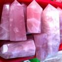 """Natūralus mineralas """"Puikusis rožinis obeliskas"""" (floritas, 13.5-14 cm)"""