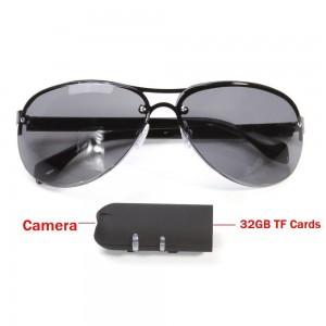 """Slapta kamera """"Aukščiausia klasė 4"""" (+ akiniai nuo saulės)"""