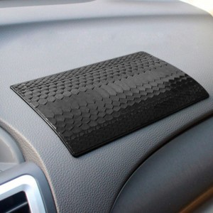 "Neslystantis kilimėlis automobiliui ""Progresas 11"" (19.5 x 12 cm)"