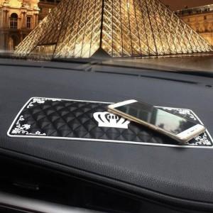 """Neslystantis kilimėlis automobiliui """"Aukščiausia klasė"""" (30 x 15 cm)"""