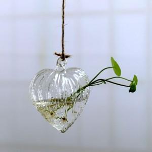"""Pakabinama stiklinė vaza """"Puikioji širdelė"""" (10 x 11 cm)"""